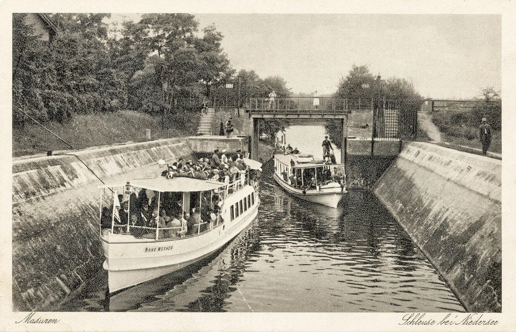 Okres międzywojenny – statki pasażerskie na śluzie Guzianka