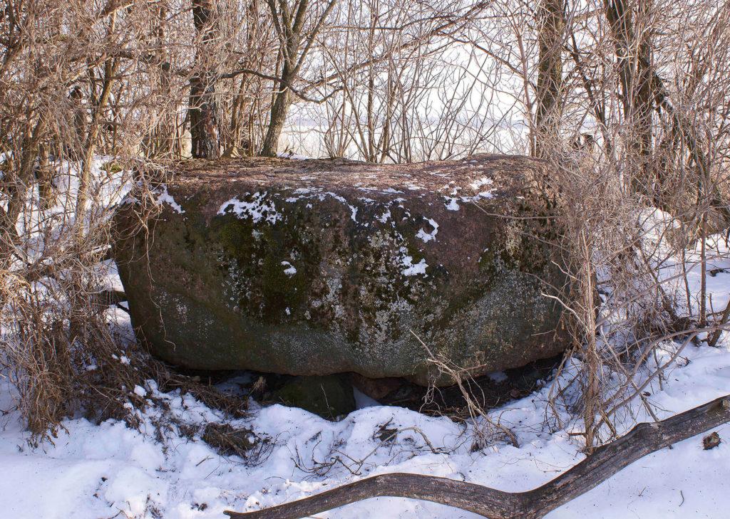 Staropruski kamień ofiarny na Wysokim Ostrowie