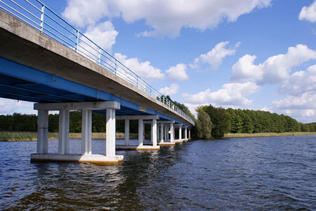 Most na przesmyku sztynorckim od strony jeziora Dargin