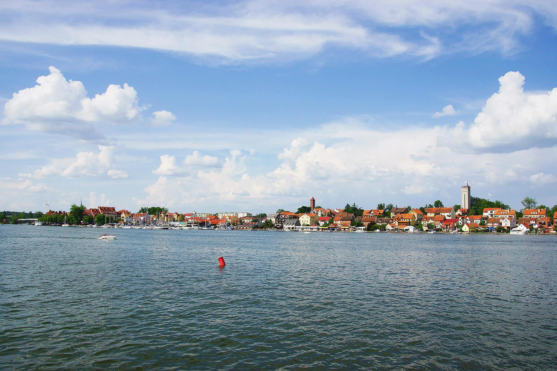 Panorama Mikołajek z wody