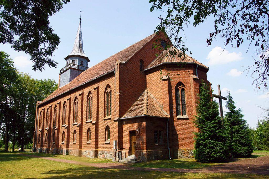 Neogotycki kościół w Szymonce