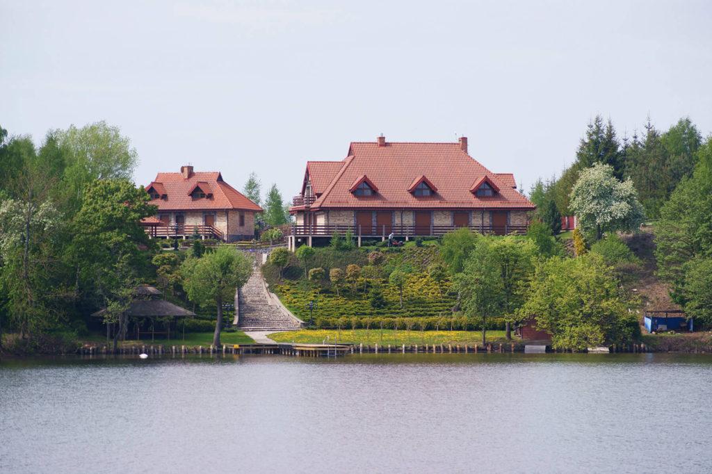 Dacze we wsi Tałty