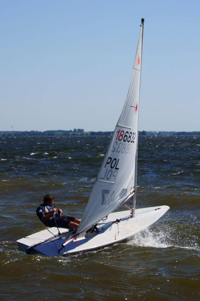 Niegocin jest dobrym akwenem do uprawiania żeglarstwa sportowego