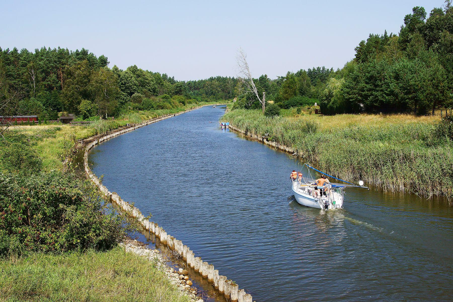Kanał łączący jeziora